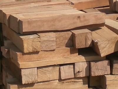bûche de bois compressé